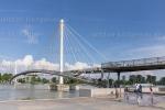 Die Passerelle des deux Rives (deutsch Brücke der zwei Ufer) ist eine Fußgänger- und Radfahrerbrücke über den Rhein. Sie wurde von dem Pariser Architekten Marc Mimram als Herzstück der grenzüberschreitenden Landesgartenschau zwischen den Städten Straßburg und Kehl architektonisch entworfen.