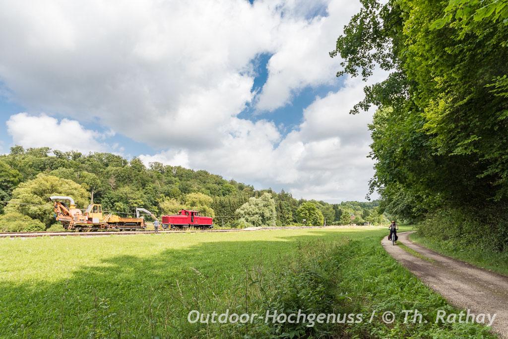Idyllischer Abschnitt auf dem Geopark Ries Radweg nach Neresheim