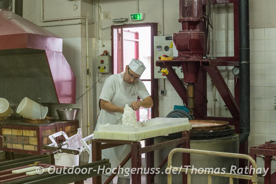 Nougatherstellung in der Manufaktur Soubeyran