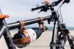 Sehr praktisch, der Weinhalter fürs Fahrrad bestückt mit einem feinen Tropen aus Châteauneuf-du-Pape