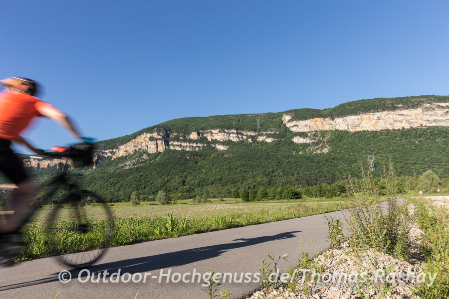 Riesige Kalksteinfelsen, die uns häufig auf den ersten 150 km entlang der ViaRhôna begleiten