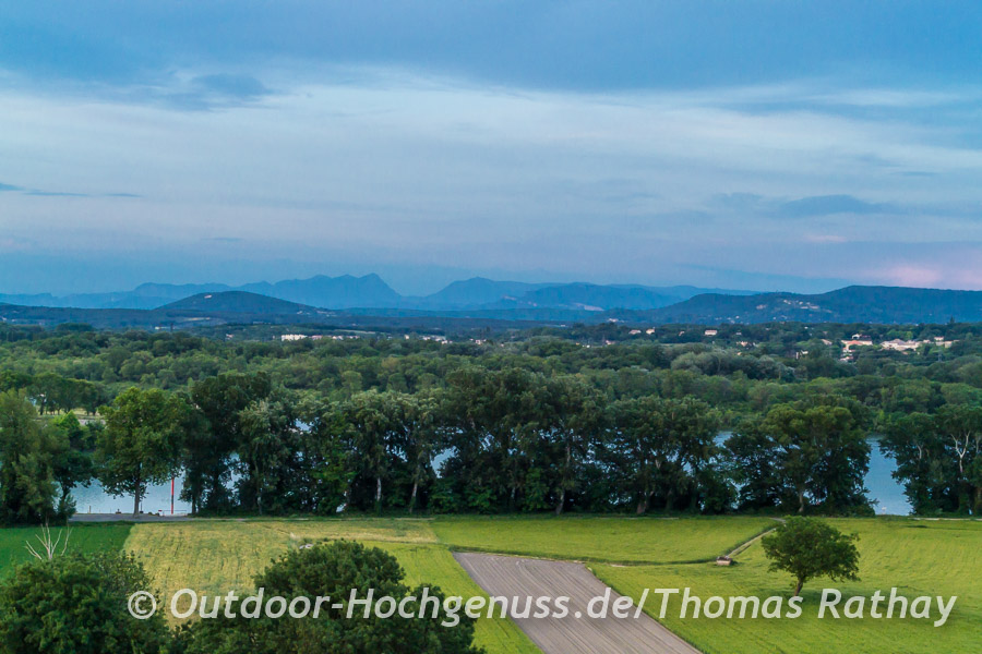 Absolut faszinierend: die 3 Becs, die aneinander gereihten Berge, Le Veyou (1589m) – Le Signal (1559m) – Roche Courbe (1545m).