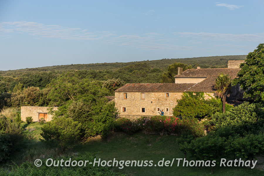 Typisch für das südliche Rhonetal, die alten Steinhäuser in der Abendsonne