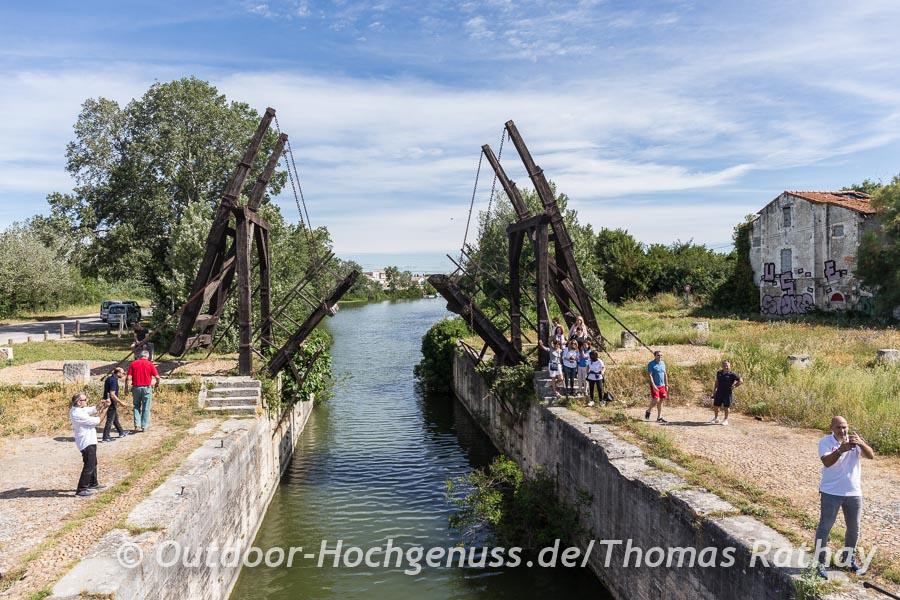 Die Inspiration für van Goghs Gemälde: Pont l´Angelois hinter Arles und direkt an der ViaRhôna