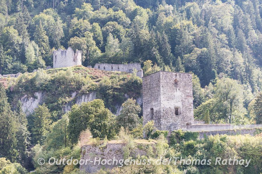 Blick zur Festungsruine in Rettenberg