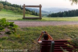 Holzrahmen und Fotografin