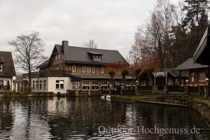 """Die Gondelfahrt, ein Idyllischer kleiner Teich mit tollem Blick auf den """"Nonnenfelsen""""."""