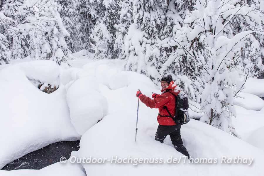 Schneeschuhe verhindern das Einsinken nicht immer.