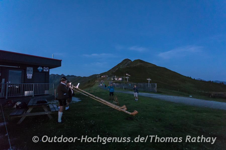 Begrüßung mit Alphornklängen unterhalb des Wiedersberger Horns.