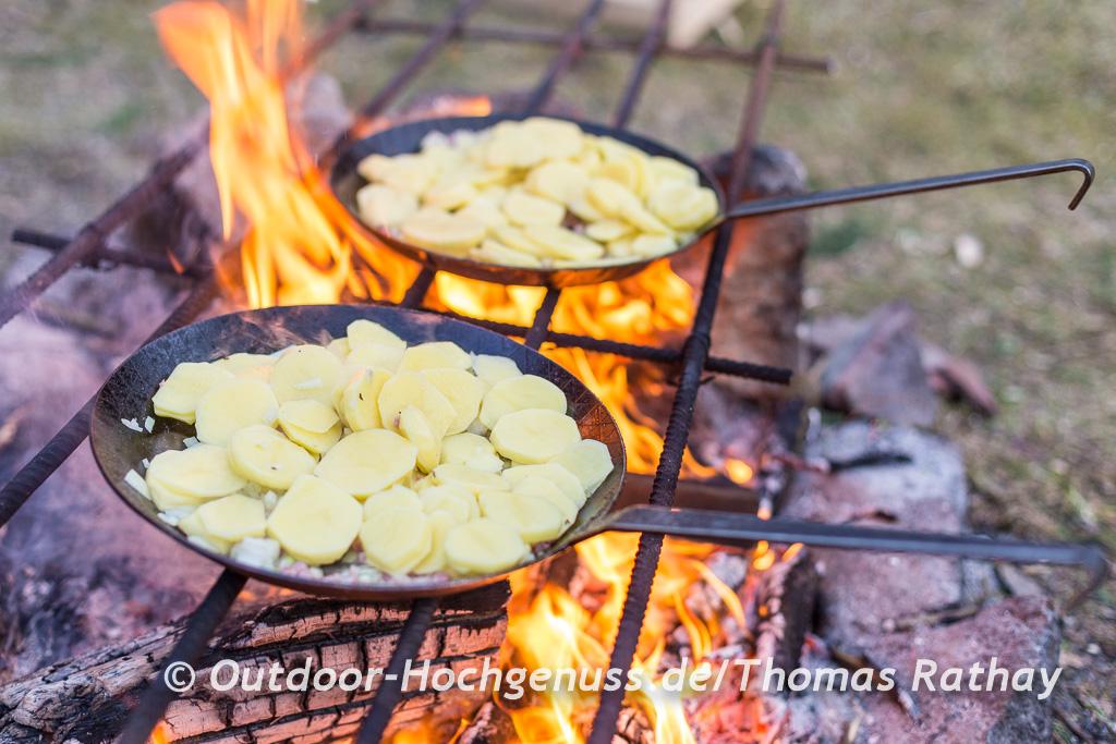 Bratkartoffeln in schmiedeeiserner Pfanne