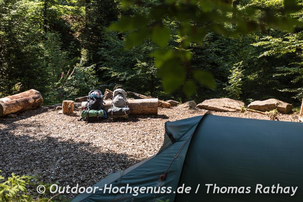 Zelt und Rückesäcke am Trekking-Camp Kniebis