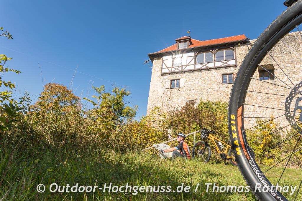 Mit der KOMPASS Karte auf der Schwäbischen Alb unterwegs auf der Berg Bier-Radtour.
