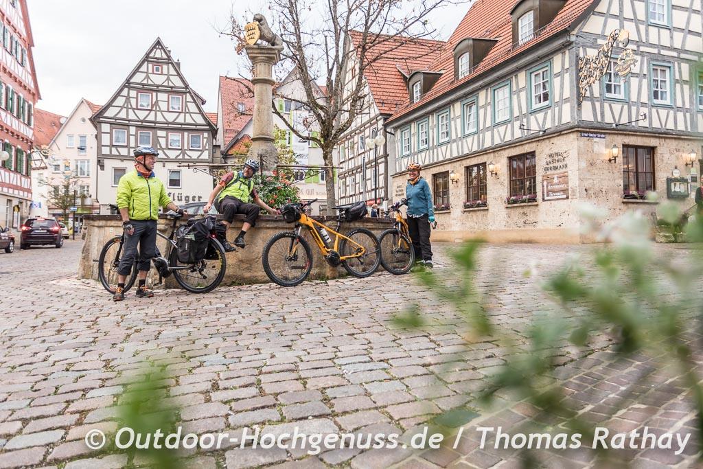 Am Brunnen in Münsingen auf der Berg Bier-Radtour