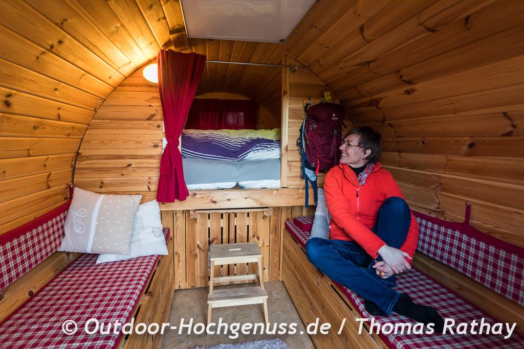 Ungewöhnliche Übernachtung im Schlaffass auf dem Campingplatz Erbenwald