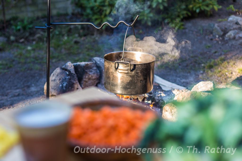 Wirsingtopf mit Kokosmilch am Lagerfeuer zubereitet