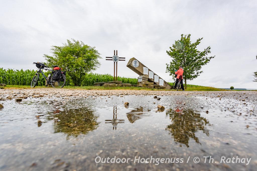 Mit dem Trekking-Rad auf der östlichen *Krater zu Krater* Radrunde im Ferienland Donau-Ries.