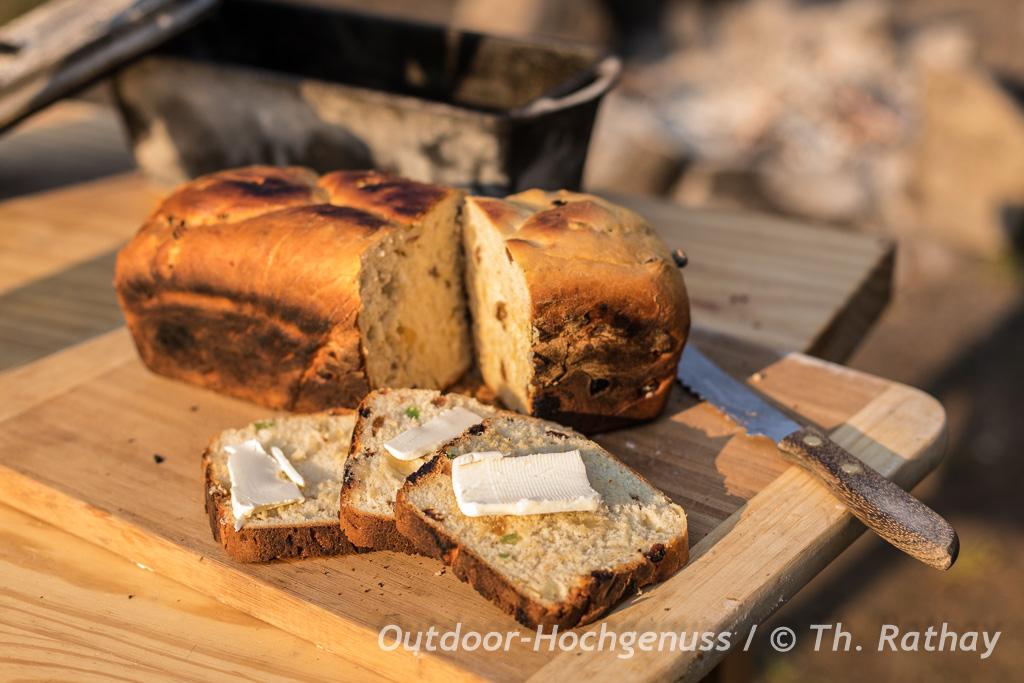 Osterbrote in der gusseisernen Brotform gebacken