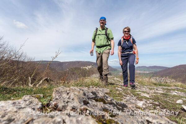 Wanderer auf dem Hohenurachsteig, ein Grafensteig in Bad Urach