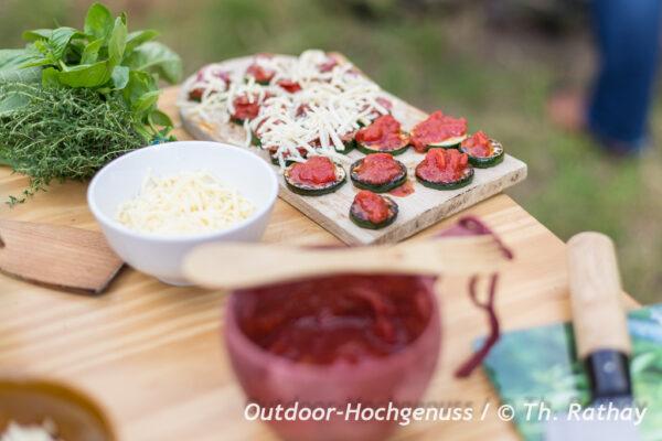 Glutenfreie, vegane Zucchini Minipizzen als Fingerfood