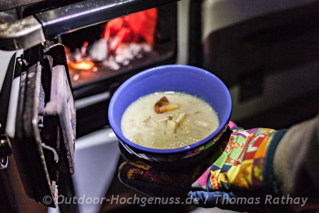 Apfel-Kartoffelsuppe mit frischem Meerrettich