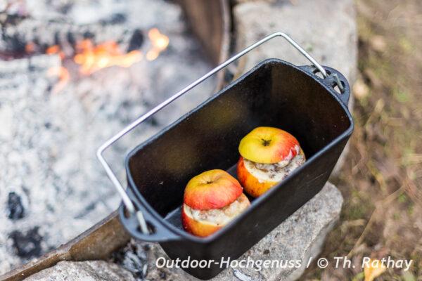 Flambierte Bratäpfel auf dem Lagerfeuer
