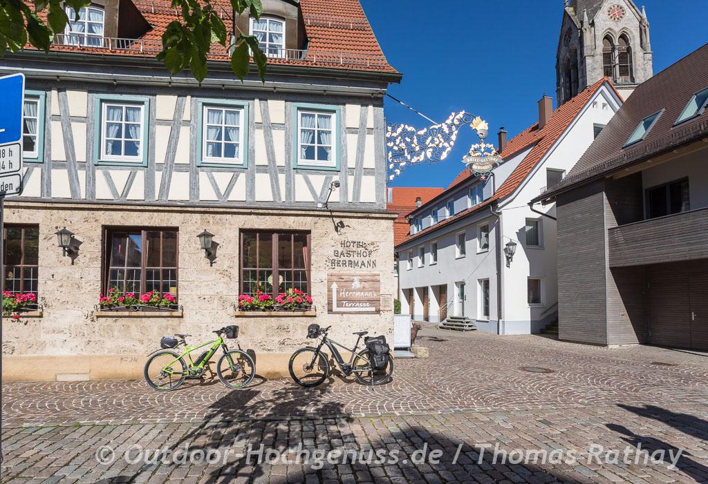 Räder vor dem Hotel Herrmann