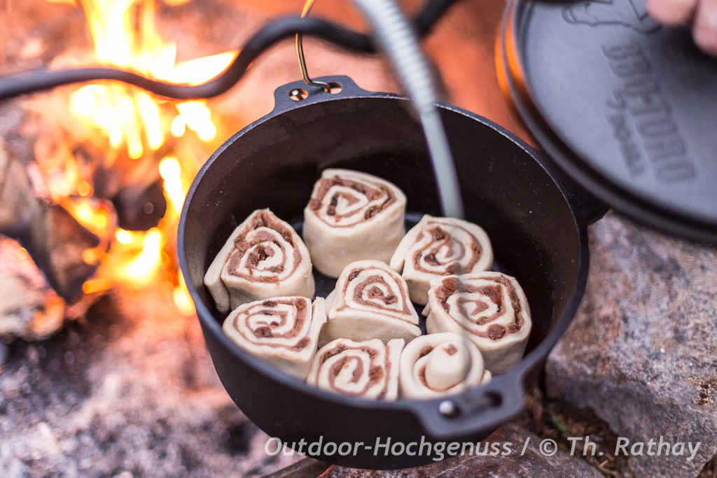 Zimtschnecken rund und köstlich am Lagerfeuer zubereitet