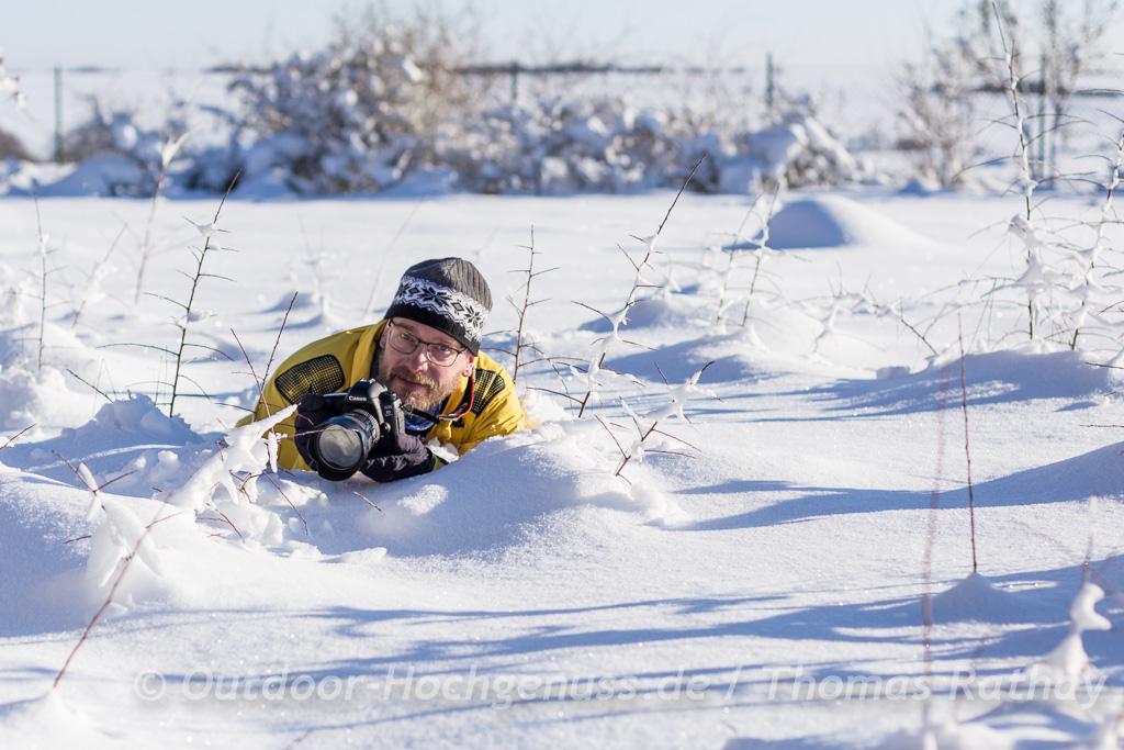 Thomas fotografiert im Schnee