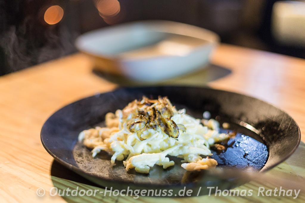 Glutenfreie, milchfreie Käsespätzle in der Draußenküche