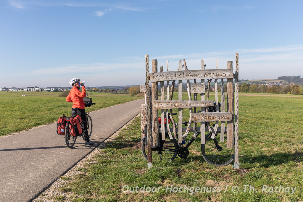 Radeln entlang der Rems auf dem Remstal-Radweg.