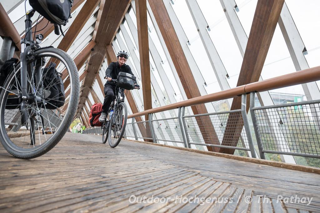 Kunstvolle Radwegbrücke