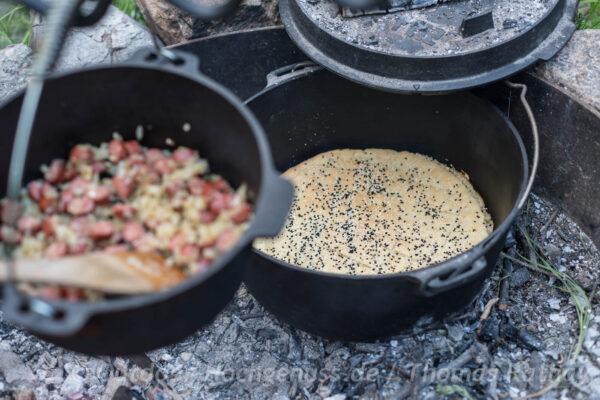 Fladenbrot im Dutch Oven gebacken