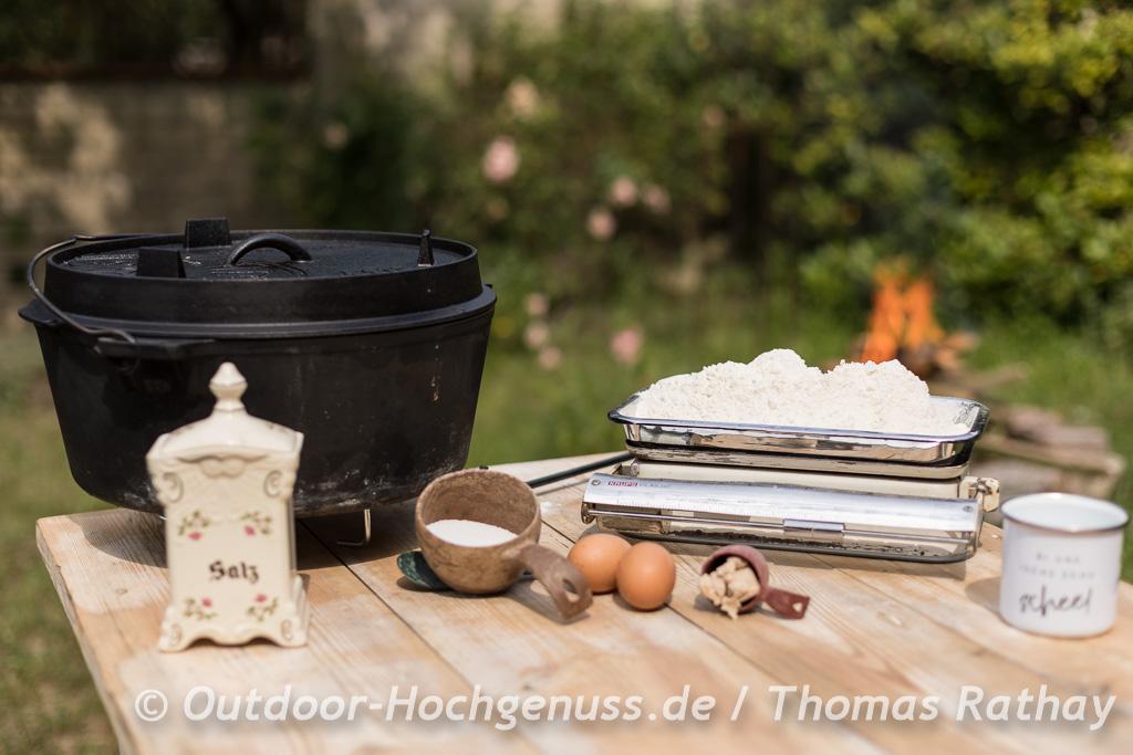 Outdoorcooking - Pflaumenkuchen im Dutch Oven gebacken