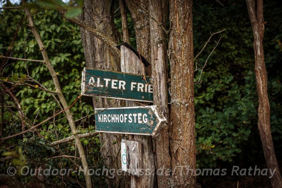 Alter Friedhof am Wegesrand
