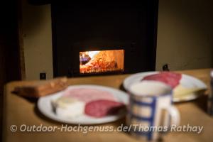 Zünftiges Frühstück mit hausgemachter Marmelade auf der Frasdorfer Hütte.