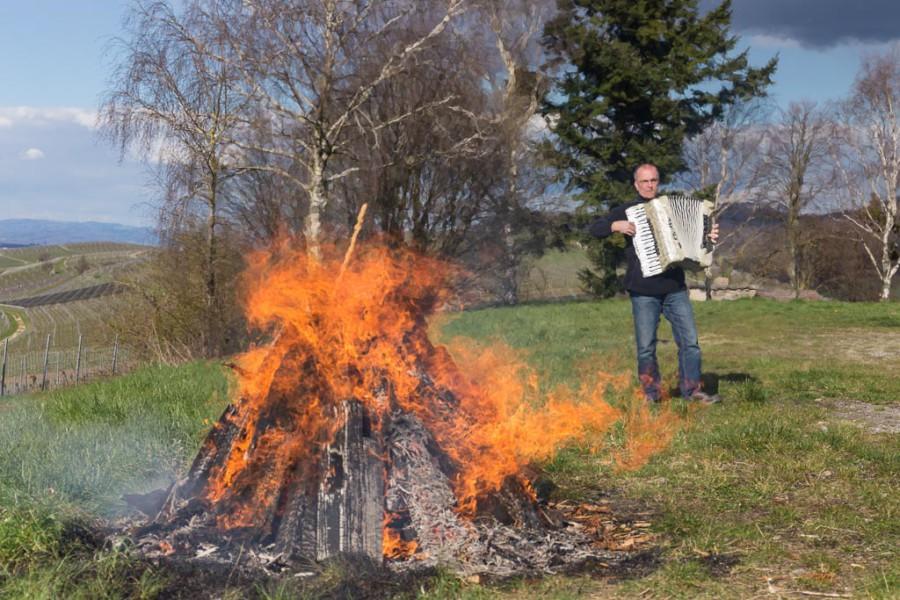 Osterfeuer mit Musik auf dem Batzenberg
