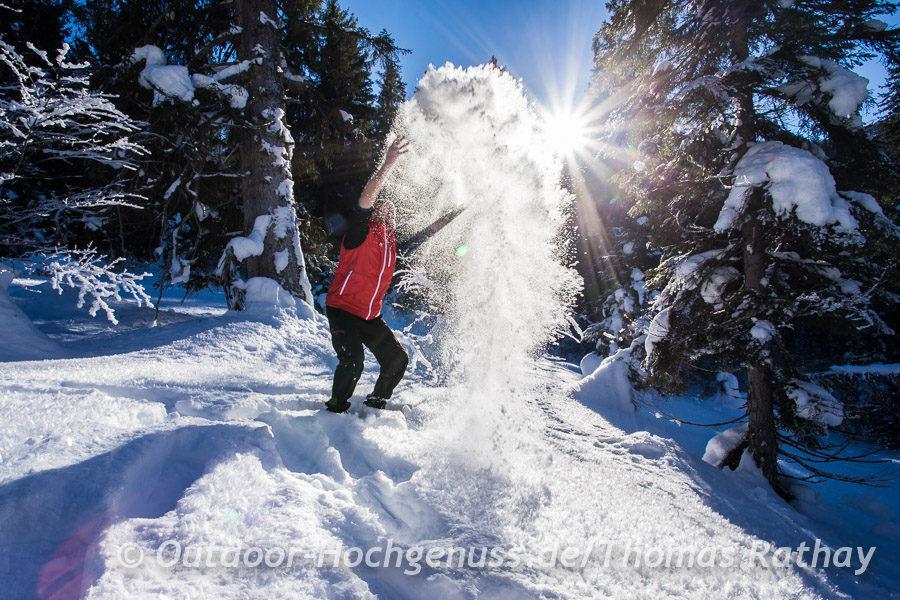Pulvriger Schnee ist auch beim Schneehschuh gehen optimal!