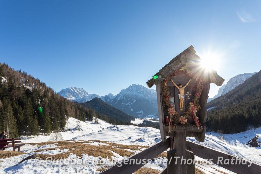 Traumhafter Ausblick auf den Blaueisgletscher, die im Sonnenlicht strahlen.